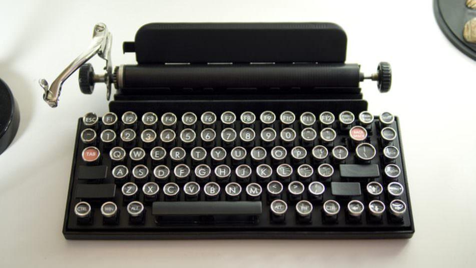 18.09.03 Typewriter